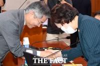 [TF주간政談] '인싸력 만렙' 최강욱, 올렸다 하면 터지는 'SNS'