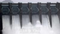 [TF사진관] '2년 만에 수문 전면 개방한 충주댐'