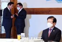 [TF사진관] 이낙연-김태년, '긴밀한 대화'