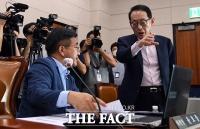 [TF포토] 법사위원장에게 따져묻는 김도읍 간사