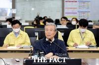 [TF포토] 집중호우 대응상황 점검하는 김종인