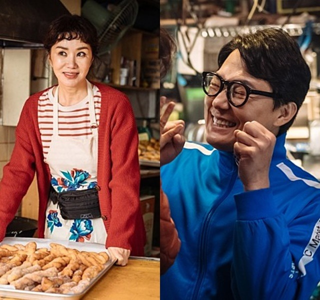 엄정화(왼쪽) 박성웅은 오케이 마담을 통해 부부로 호흡을 맞춘다. /메가박스중앙플러스엠 제공
