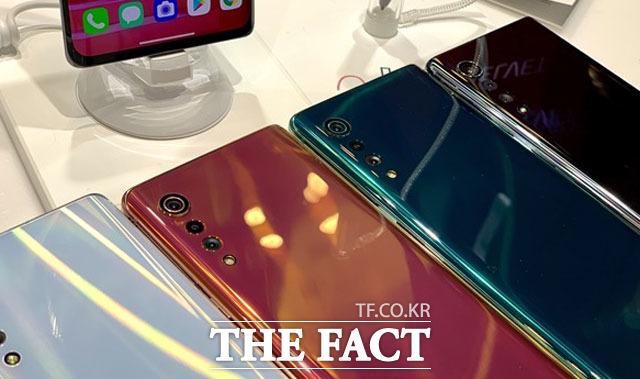 LG전자는 지난 7월 22일부터 미국 이동통신사 AT&T를 통해 LG 벨벳에 대한 사전 예약 판매를 시작했다. 정식 출시는 이달 중으로 이뤄질 예정이다. /최수진 기자