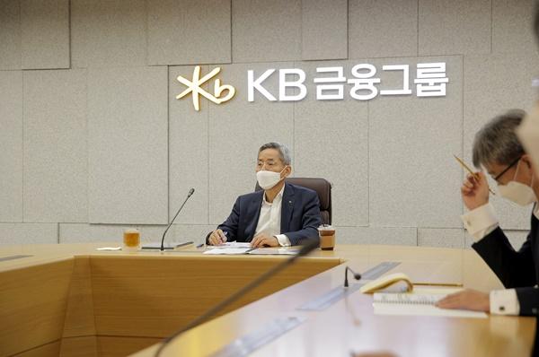 KB금융, 'KB 그린웨이 2030' 공개…'친환경 투자 50조로 확대'