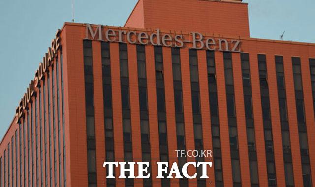 환경부는 지난 5월 메르세데스-벤츠코리아가 판매한 디젤차 3만7154대에서 배출가스를 불법 조작한 사실이 드러났다며 인증 취소와 과징금 776억 원을 부과하고 형사고발 조치를 했다. /더팩트 DB