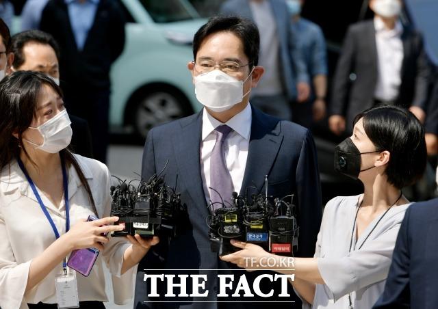 검찰이 경영권 불법승계 의혹을 받는 이재용 삼성전자 부회장에 대해 기소유예 처분을 내리기로 했다는 언론 보도를 부인했다. /이덕인 기자