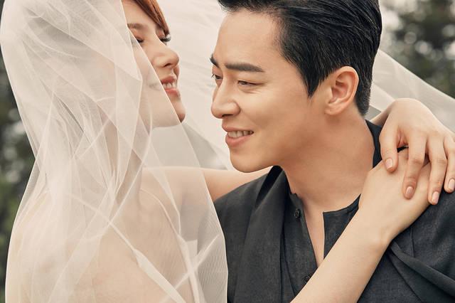 가수 거미와 배우 조정석 부부가 결혼 후 약 2년 만에 부모가 됐다. / 씨제스엔터테인먼트·JS컴퍼니 제공