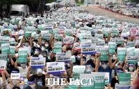 [TF포토] 거리로 나온 전공의들