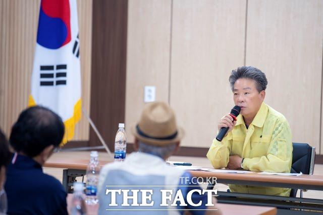 현장의 목소리를 듣고있는 김병수 울릉군수/울릉군 제공