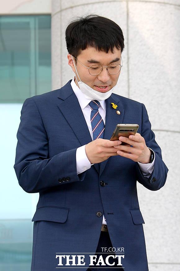 김남국 더불어민주당 의원이 9일 김웅 미래통합당 의원을 향해 윤석열 총장의 대변인이냐며 비판했다. /더팩트 DB