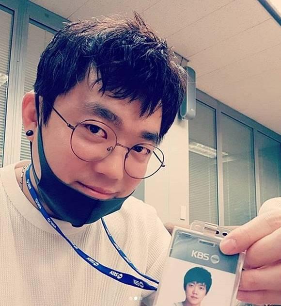 가수 겸 성우 송백경이 과거 논란으로 KBS 라디오 진행자 후보군에서 탈락됐다. /송백경 SNS