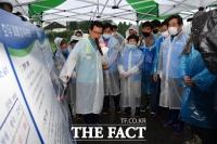 [TF포토] 호우 피해현황 브리핑하는 이시종 충북지사