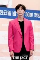 [TF포토] 지현우, 분홍 재킷으로 포인트!