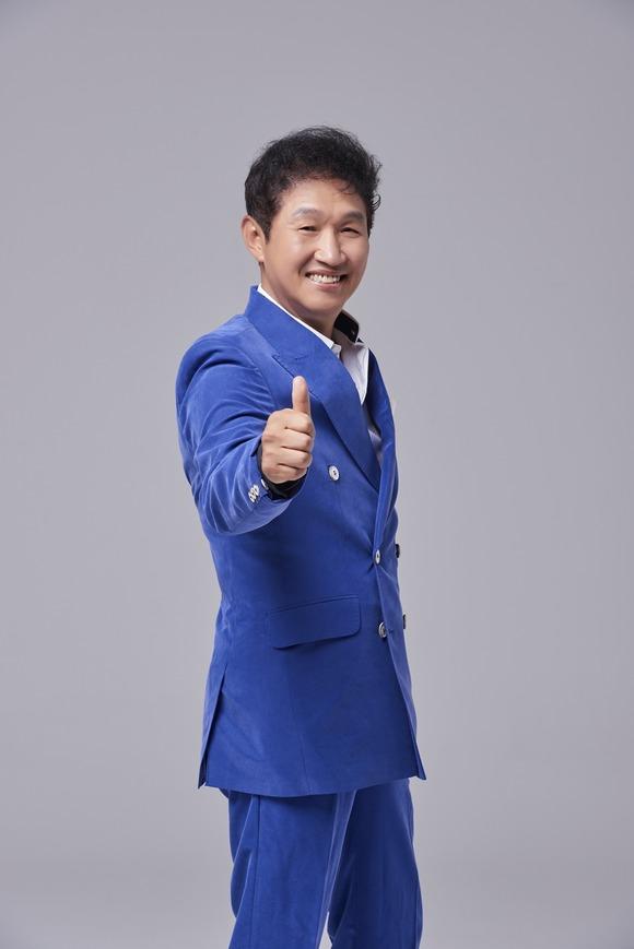 가수 김범룡이 KBS 트롯 전국체전의 강원도 감독으로 합류했다. 이로써 8도 감독 라인업이 완성됐다. /KBS 제공