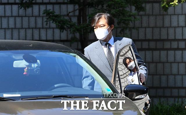 조국 전 법무부 장관은 김웅 미래통합당 의원이 기승전-조국 프레임으로 노이즈 마케팅을 하고 있다고 비판했다./임세준 기자