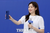 [TF포토] 김연아, '저도 오늘 갤럭시 노트 20 받았어요~'