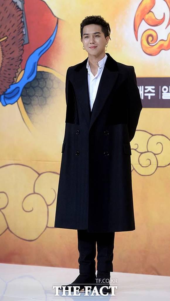 래퍼이자 프로듀서 송민호가 싱어게인에 주니어 심사위원으로 합류한다. 싱어게인은 하반기 JTBC에서 방송될 예정이다. /더팩트 DB