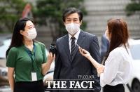 [TF사진관] 취재진 질의 받으며 법정 향하는 조국 전 장관