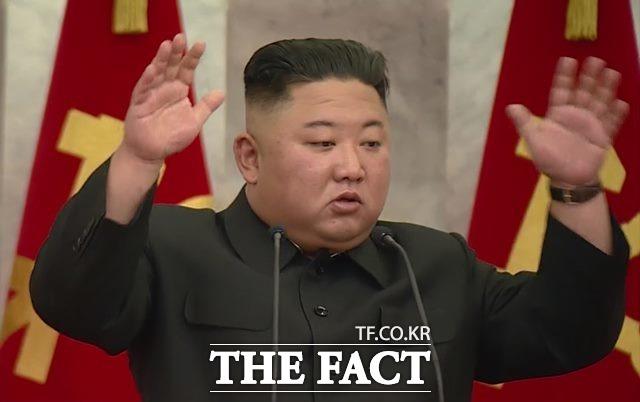 김정은 국무위원장이 지난 13일 수해 복구에 대한 외부 지원을 받지 않겠다고 밝혔다. 김 위원장이 주재로 열린 노동당 중앙군사위원회 제7기 제5차 확대회의와 비공개 회의 당시의 모습. /조선중앙TV