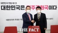 [TF사진관] 주호영 접견하는 최재성 정무수석