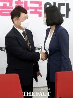 [TF포토] 국회서 다시 만난 최재성-배현진
