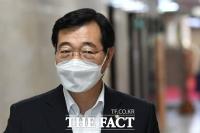 [TF포토] '전당대회로 고심' 회의 참석하는 민홍철