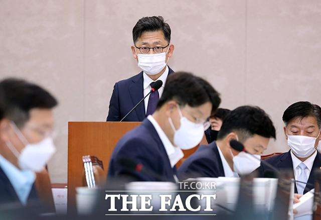 결산보고하는 김현수 농림축산식품부 장관