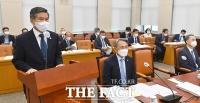 [TF포토] 업무보고하는 정경두 국방부 장관