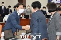 [TF포토] 국회 출근한 이탄희 의원