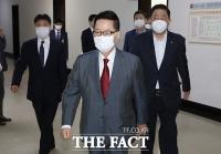 [TF포토] 정보위원회 참석하는 박지원 국정원장