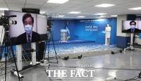 [TF포토] 영상으로 수락연설하는 이낙연 신임 당대표