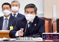 [TF포토] 질의에 답변하는 정경두 국방부 장관