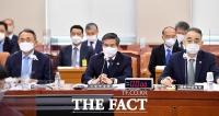 [TF사진관] 국방위원회 전체회의 출석한 정경두 국방부 장관