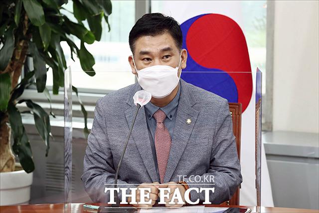 발언하는 소상공인연합회장 출신 최승재 미래통합당 의원