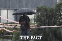 [TF포토] 퇴근길에 세차게 내리는 비