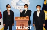 [TF사진관] 추미애 장관 아들 의혹 관련 녹취록 공개하는 신원식 의원