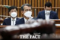 [TF사진관] 위장전입 의혹 질의에 답변하는 이흥구 대법관 후보자
