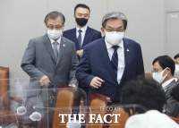 [TF사진관] 밝은 표정으로 운영위 전체회의 출석하는 노영민 청와대 비서실장