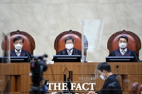 [TF포토] 대법원, 법외 노조 통보 무효