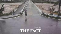 '님아 그 다리를 건너지 마오' 다리 붕괴 30초전 나타난 송정교 영웅