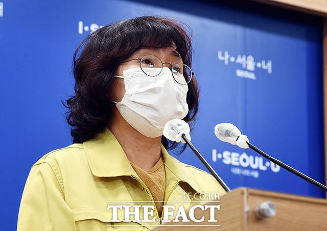 신종 코로나바이러스 감염증(코로나19) 집단감염이 발생한 서울 강동구 소재 콜센터에서 방역수칙이 제대로 지켜지지 않은 것으로 확인됐다. 박유미 서울시 시민건강국장이 중구 서울시청 브리핑룸에서 코로나19 브리핑을 하고 있다. /이동률 기자