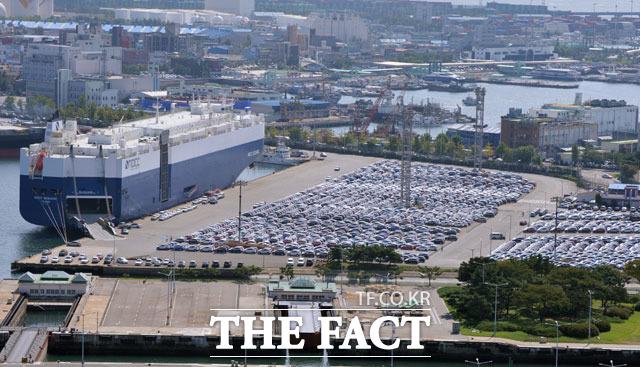 전국경제인연합회는 7일 국내 매출 상위 100대 기업의 2분기 해외 매출액이 전년 동기 대비 19.8% 감소한 146조3000억 원이라고 밝혔다. /더팩트 DB
