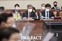 [TF사진관] 환노위 전체회의 출석한 이재갑 장관