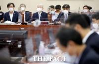 [TF사진관] 과방위 전체회의 출석한 엄재식-최기영-한상혁