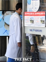 [TF포토] '파업중단, 병원 들어서는 의료진'