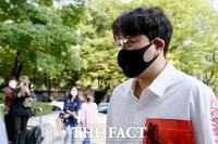 [TF포토] 김호중, '사회복무요원으로 출근하는 트바로티'