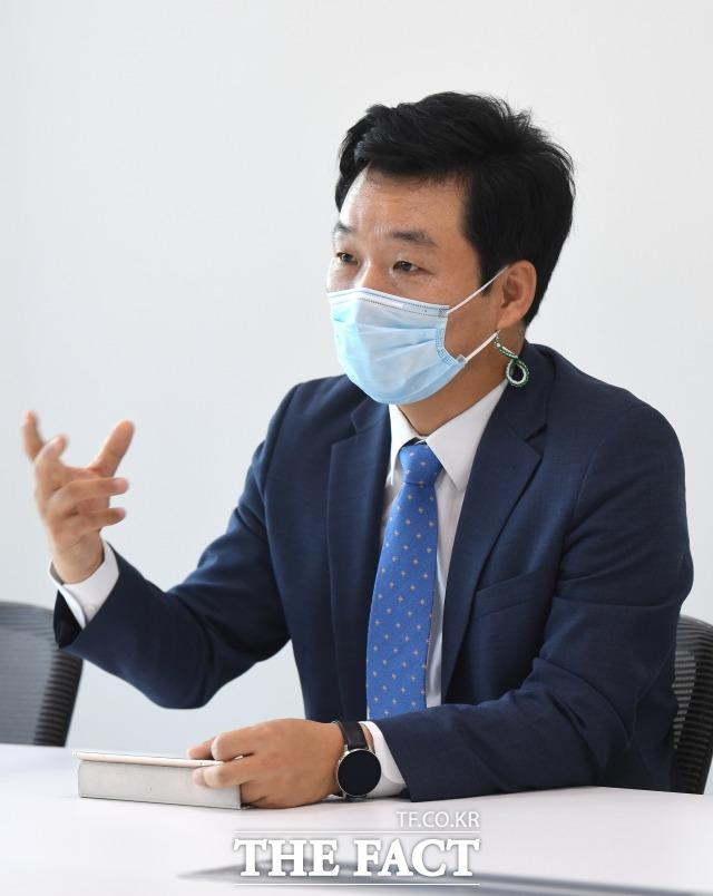 김 전 의원은 코로나19 상황에서 국회가 온라인 화상 회의 등 준비에 다소 늦었다고 지적했다.