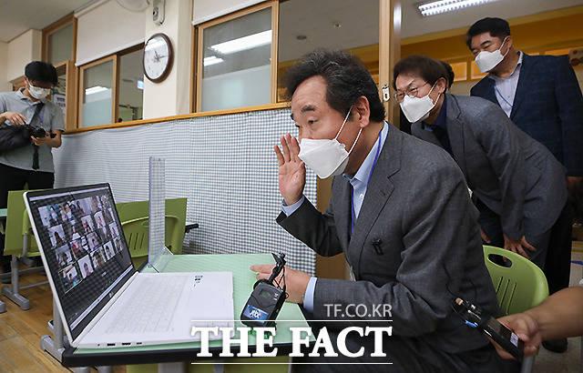 이낙연 더불어민주당 대표가 11일 오전 서울 관악구 은천초등학교를 방문하여 원격수업에 참여하고 있다. /국회사진취재단
