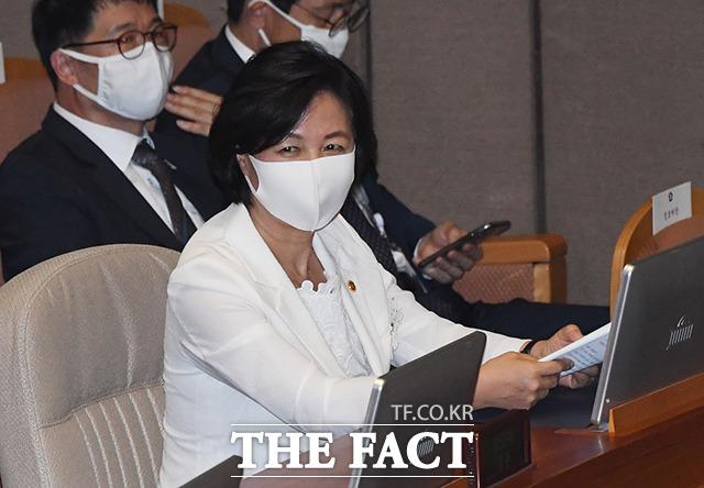 7월 16일 제21대 국회 개원식에 참석해 미소를 짓는 추미애 장관.