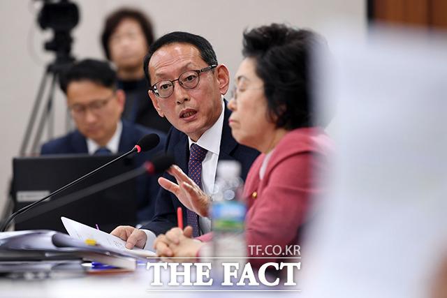 질의하는 김도읍 미래통합당 의원.